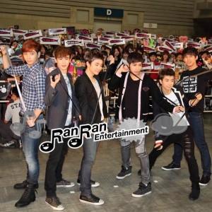 2PM、セカンドシングル発売記念ハイタッチ会を開催!!