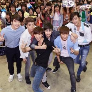 2PM、『Beautiful』リリース記念ハイタッチ会in東京に延べ7万人集結!