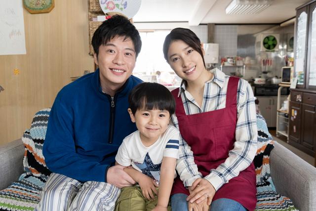 『ヒノマルソウル~舞台裏の英雄たち~』田中、土屋、加藤(子役)3ショット画像-(002)