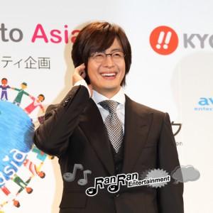 ペ・ヨンジュン、「ほほえみプロジェクト」公式フォトセッションで笑顔!