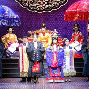 「ミュージカル宮」SUPER JUNIORのメンバー カンイン主演の初舞台が幕を開けファンの声援に感激!