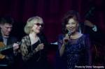 """演歌の女王・八代亜紀が、""""ジャズ・シンガー""""としてニュー ヨーク公演。名門ジャズ・クラブで熱唱! 憧れの歌手ヘレン・メリルとの共演。魂 の歌唱で観客を魅了!"""