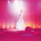 「彼女は夢で踊る」キービジュアル_yoko_R-(002)